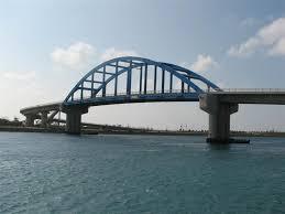 青い橋のサザンゲートブリッジ