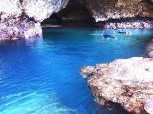 青の洞窟でシュノーケル