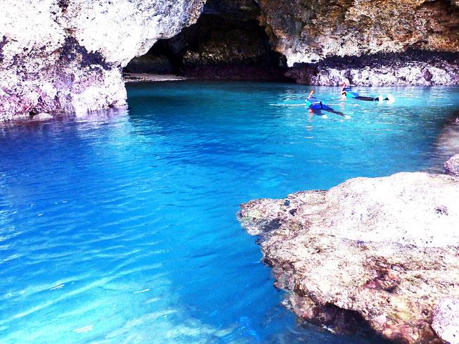 石垣島で青の洞窟シュノーケリング