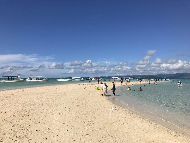幻の島がどこかの海水浴場状態