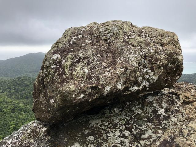 この岩の上は、安全が確認されていない