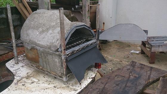 量は上のドームが結構重く20キロ、下の燃焼室が15キロ