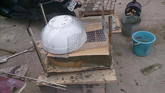 肝心のドーム部分は植木鉢をベース