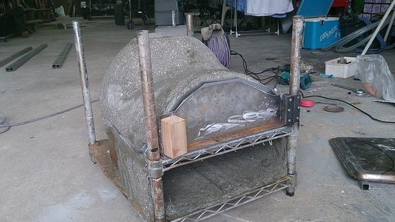 アーチ状に曲がるように加工したパイプベッド