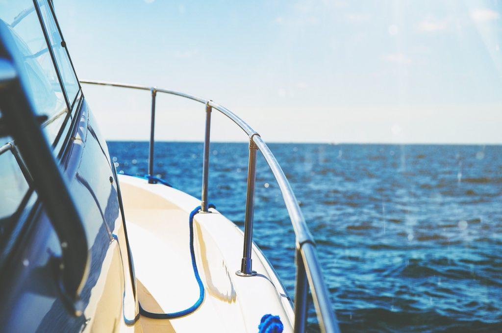 石垣島のスキューバダイビングでは、エントリーポイントまでエンジンボート