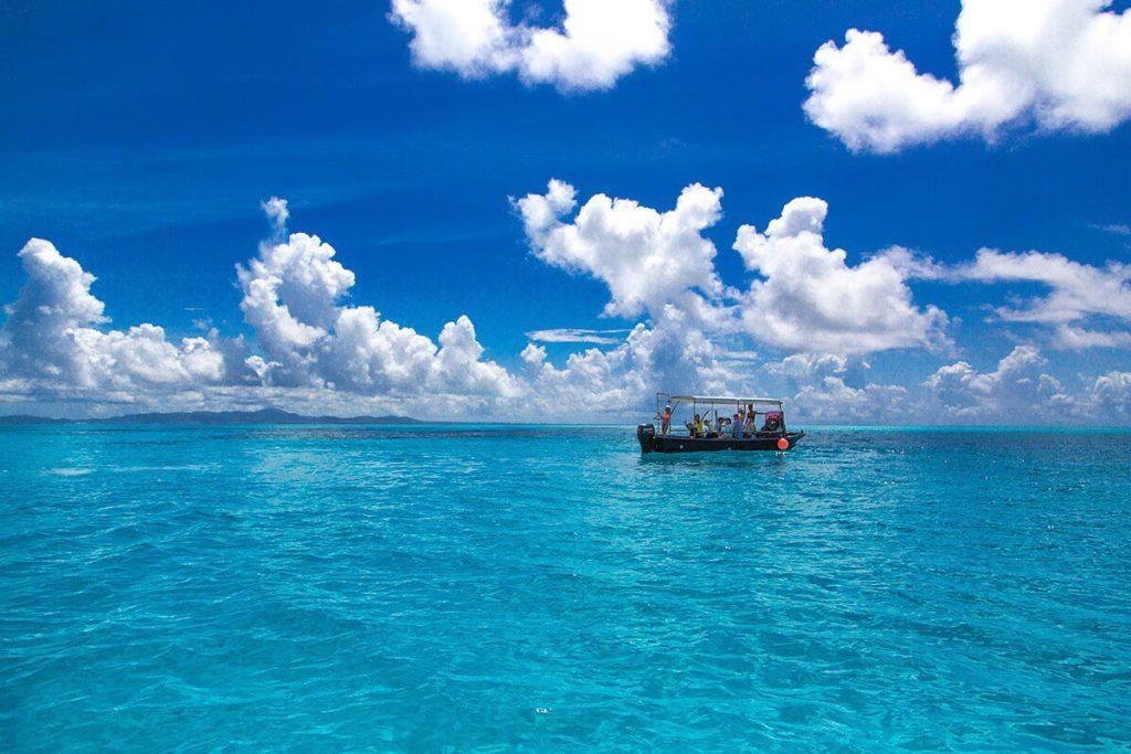 黒島沖の海の青さ